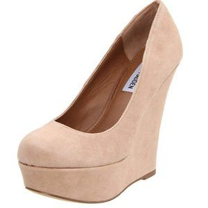 """Steve Madden """"Pammyy"""" nude suede wedge 9.5"""
